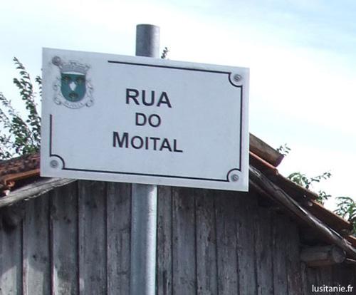 Plaque de nom de rue d'une freguesia