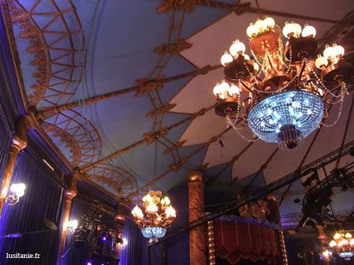 Lustre du Cirque, richement décoré