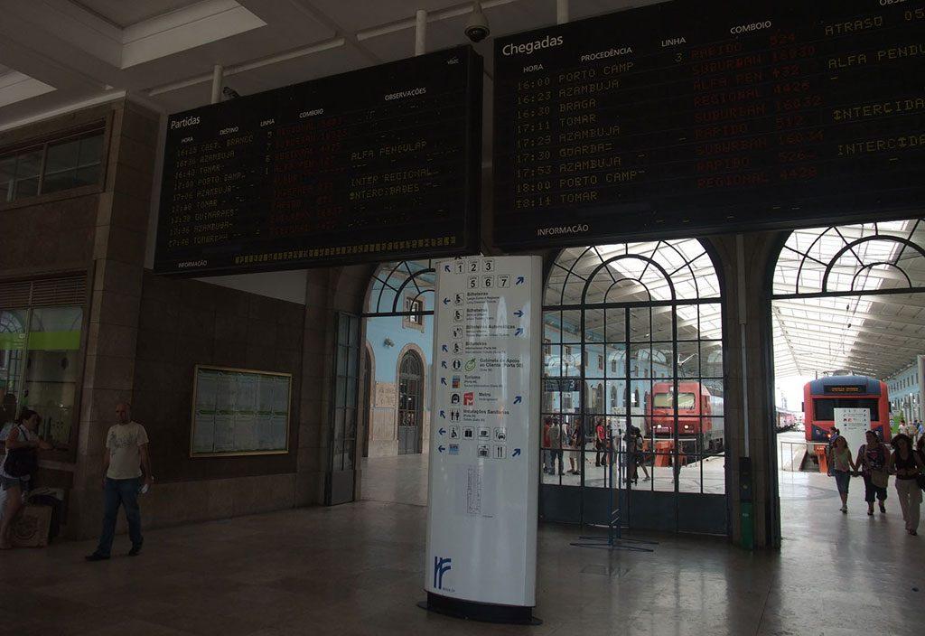 Tableau des arrivées et des départs