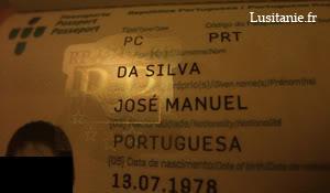 Laspect visuel du passeport change selon la lumière