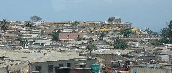 Immense favela de Luanda