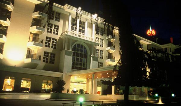 """Façade de nuit de l'hôtel """"dos Templarios"""", à Tomar : photo officielle de l'hôtel, la seule que je n'ai pas faite moi même :)"""