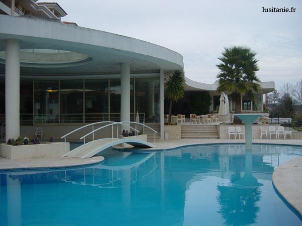 Même en plein hiver, on dirait que l'eau de la piscine est bonne