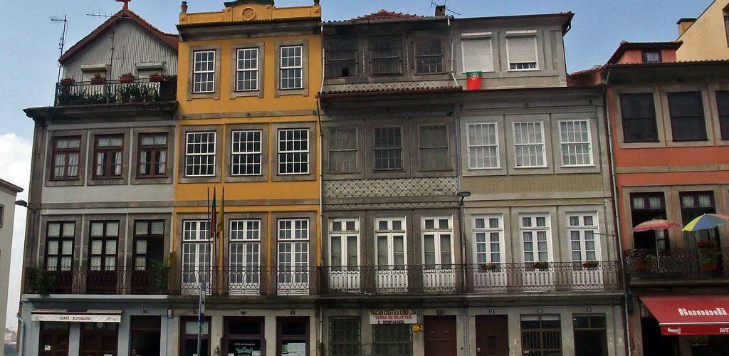 Façades d'immeubles à Porto : ville patrimoine de l'UNESCO