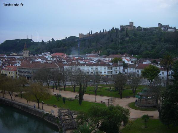 Vue de Tomar, avec le château et la vieille ville