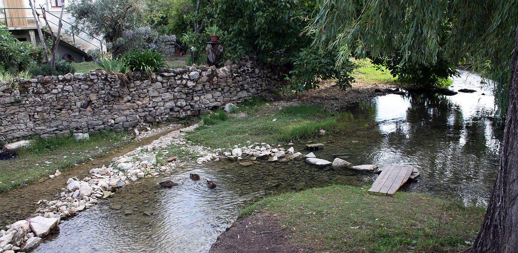 Source du fleuve Lis de Leiria : Nascente do Lis, Fontes, à Cortes