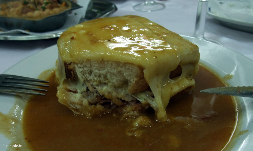 Francesinha, spécialité culinaire de Porto