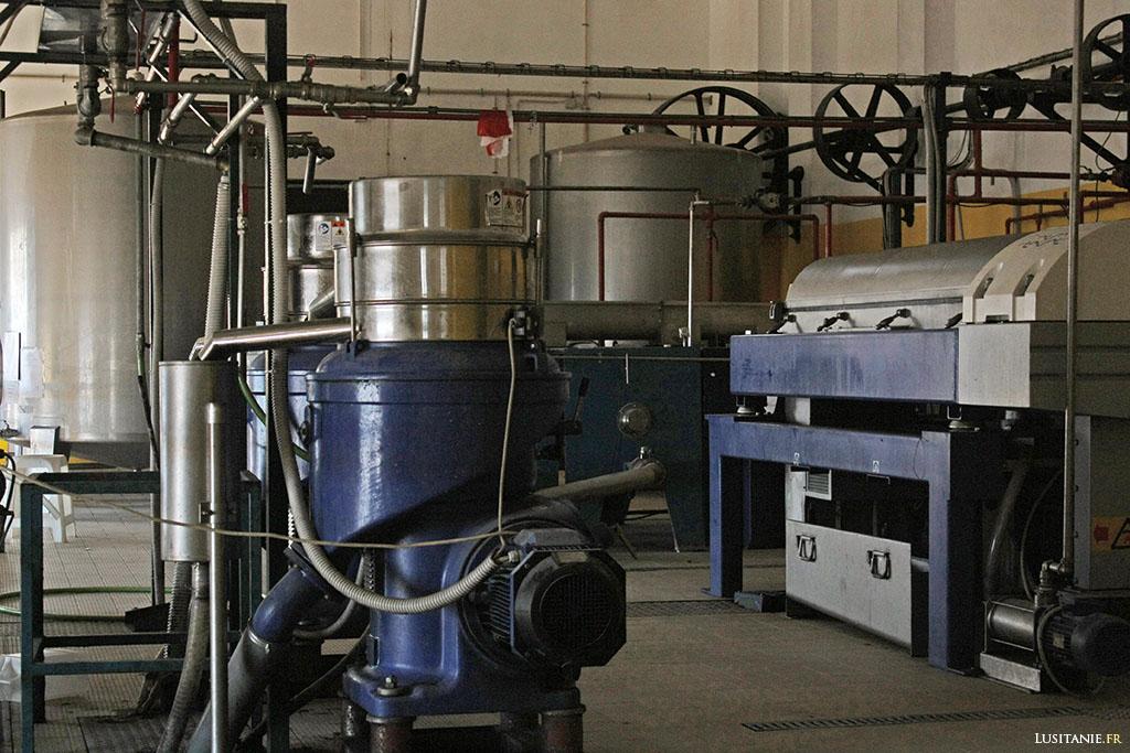 Aujourd'hui, on utilise des moyens un peu plus modernes pour presser les olives.