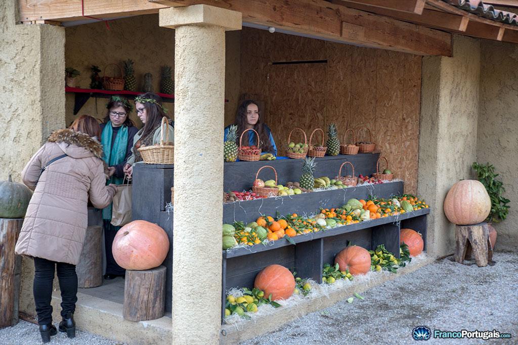 Ici, c'est plutôt les fruits. C'était vraiment miraculeux, il y avait des ananas, un fruit que Jésus n'avait certainement jamais vu.