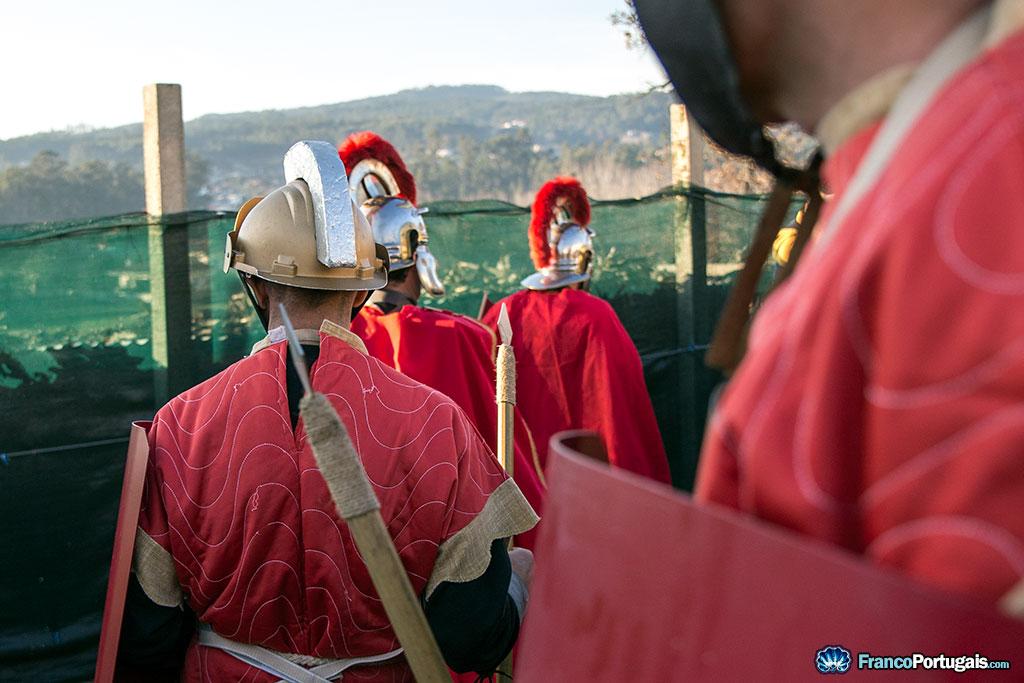 Quelques légionnaires en patrouille. Très bons casques de chantier peints pour l'occasion.