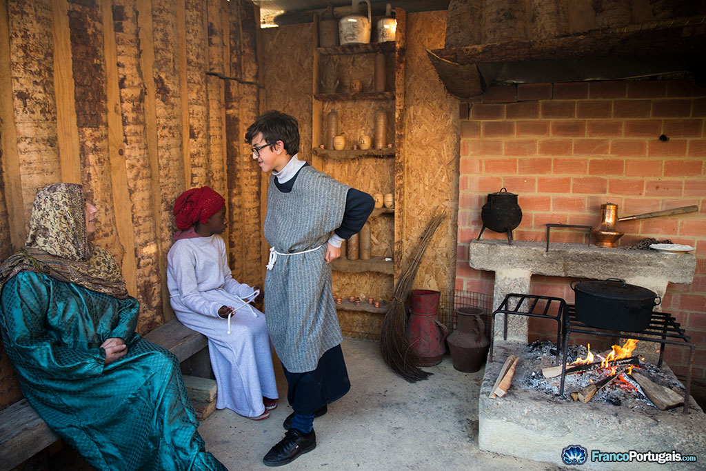 Toute la population de Priscos participe à la crèche, petits et grands.