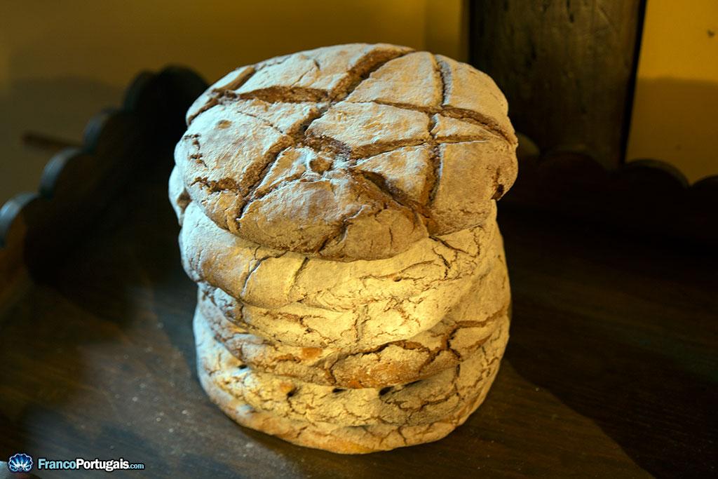 Ce pain, pas vraiment comestible, se trouvait dans le temple. On reconnait l'étoile de David.