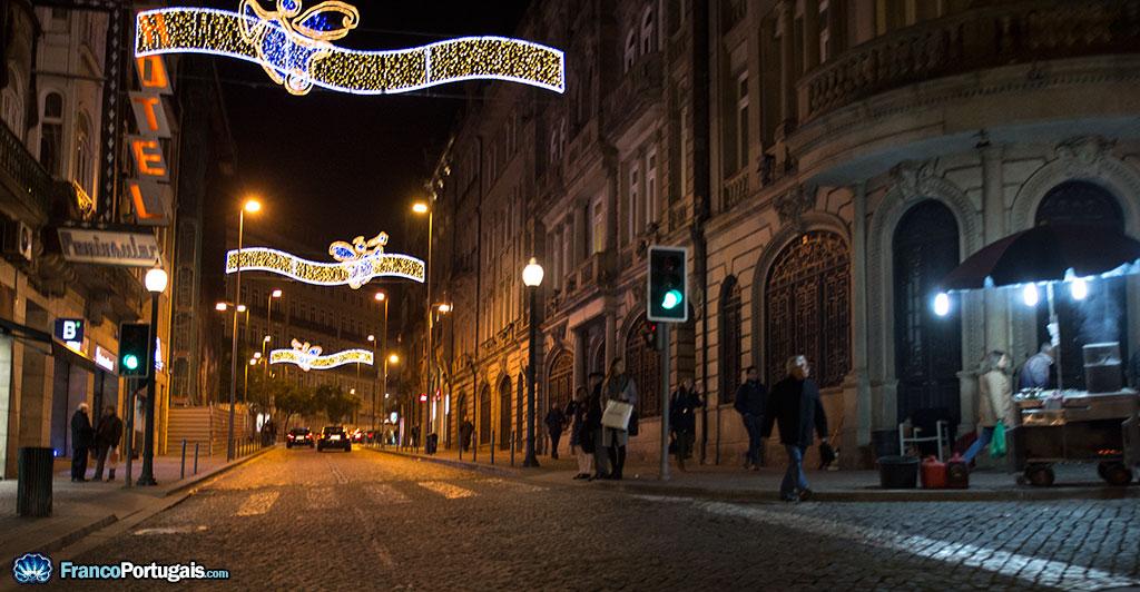 Ce sont les associations de commerçants qui, en accord avec la Mairie, choisissent les rues à décorer.