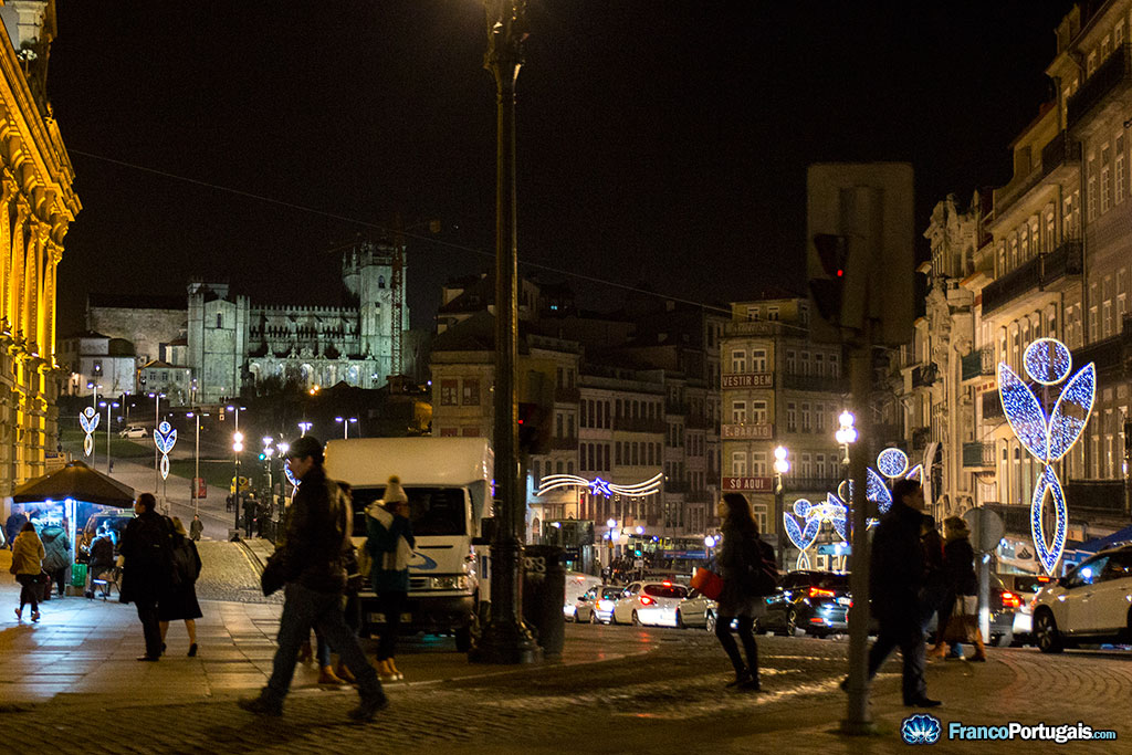 Au fond, la cathédrale de Porto