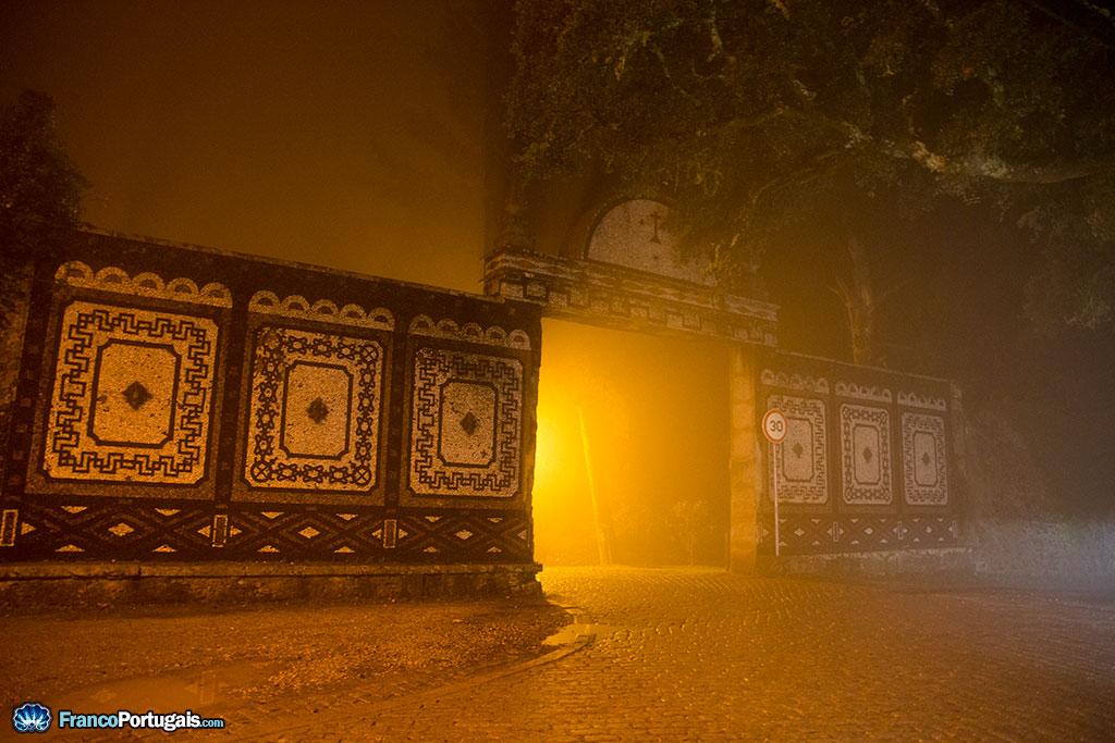 La Porte de la Reine. L'entrée est libre pour les piétons, mais payante pour les voitures, hormis les clients du Palais Hôtel.