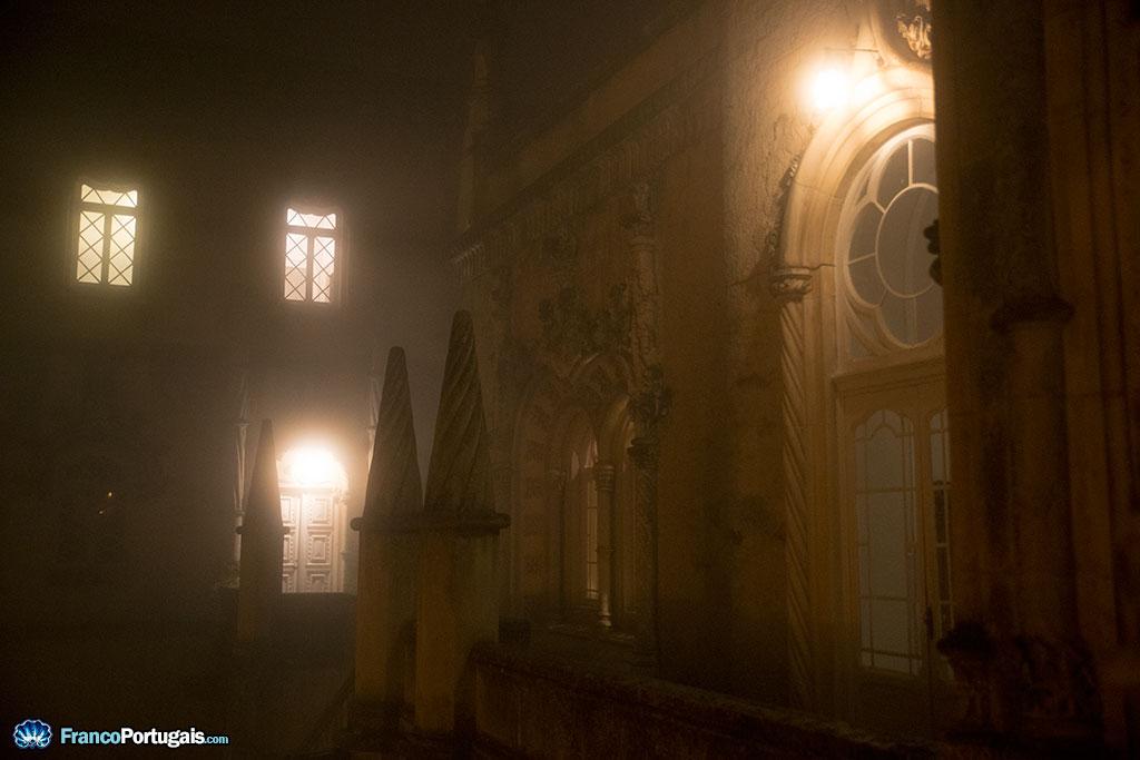 palais dans le brouillard