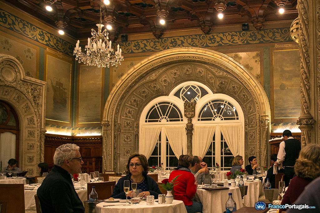 Le restaurant Mesa Real, Table Royale en français, dans la grande salle des banquets.