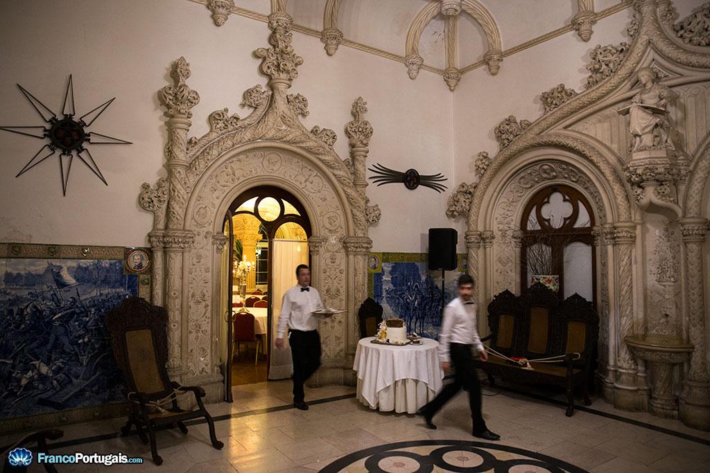 Tout le palais est décoré de azulejos, peints par les plus grands maîtres portugais du début du XXe siècle.