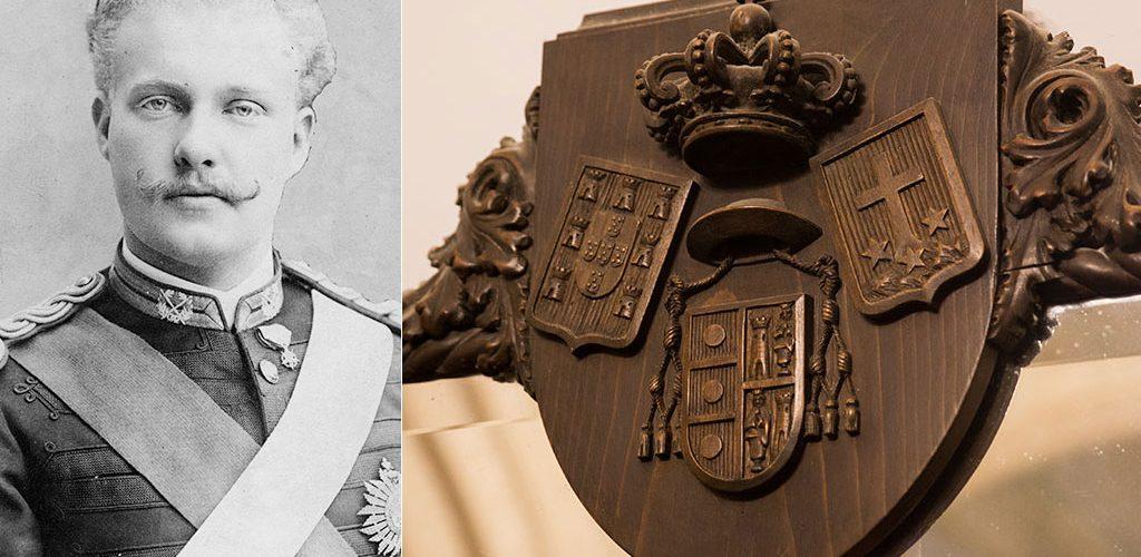 Le roi Dom Carlos I. C'est sous son règne que le palais sera construit. A droite, le blason de Buçaco.