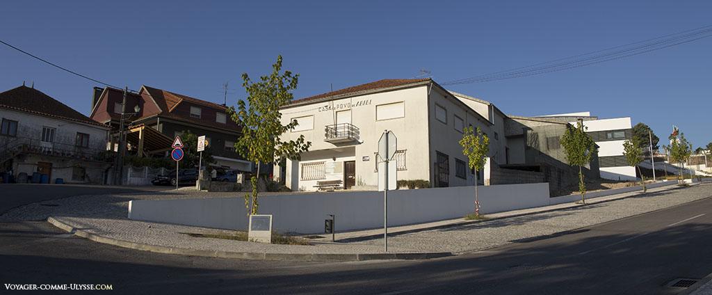 Casa do Povo, ou en français, Maison du Peuple.