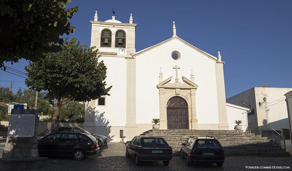 L'église, de style baroque mais plusieurs fois remaniée. Sa simplicité apparente extérieure est de toute beauté.