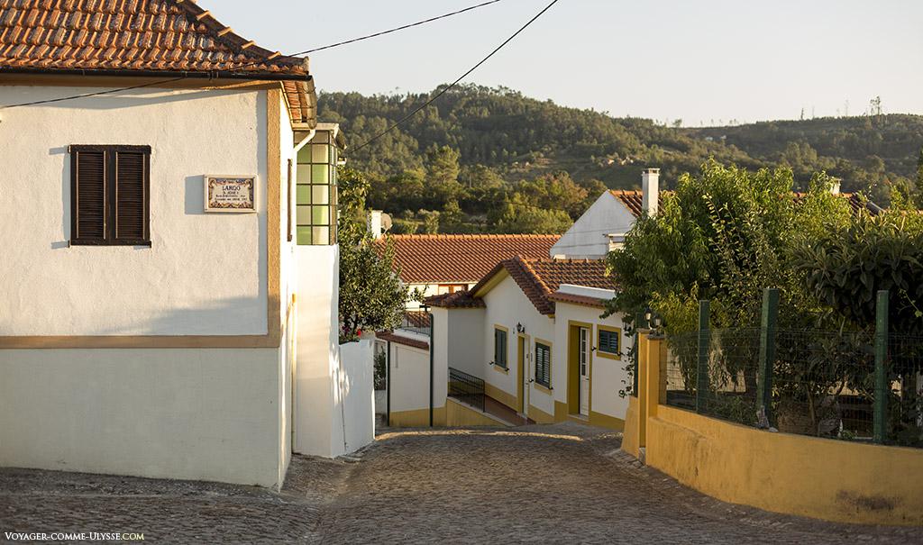 C'est, je pense, un très beau village, idéalement situé, profitant du soleil tout en ménageant des espaces d'ombre.