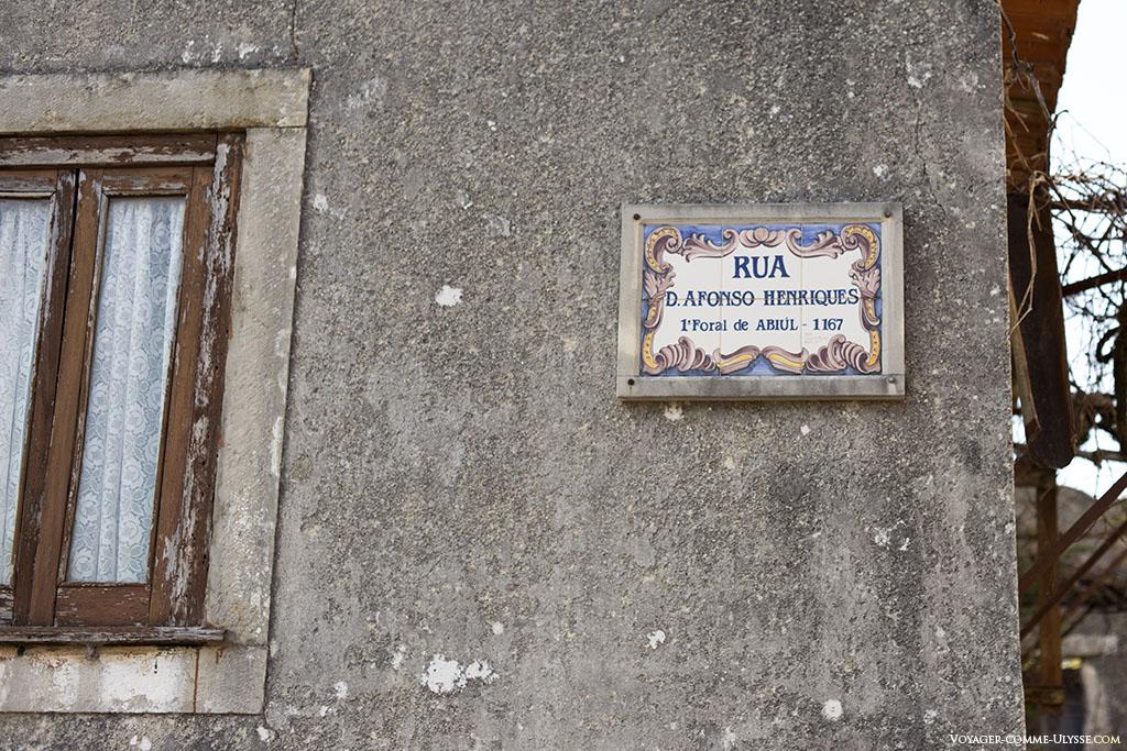 La rue qui porte le nom du premier roi du Portugal.