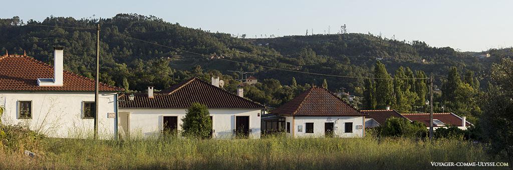 Abiul se trouve au milieu d'une région montagneuse et verdoyante.