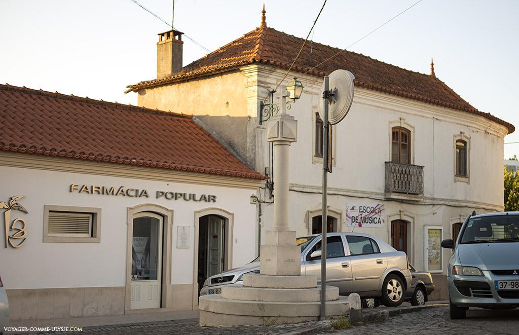 Le pelourinho, où justice était rendue. C'était le symbole d'une ville, de son for, où souvent étaient châtiés les criminels.