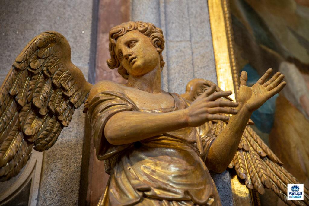 Ange sculpté