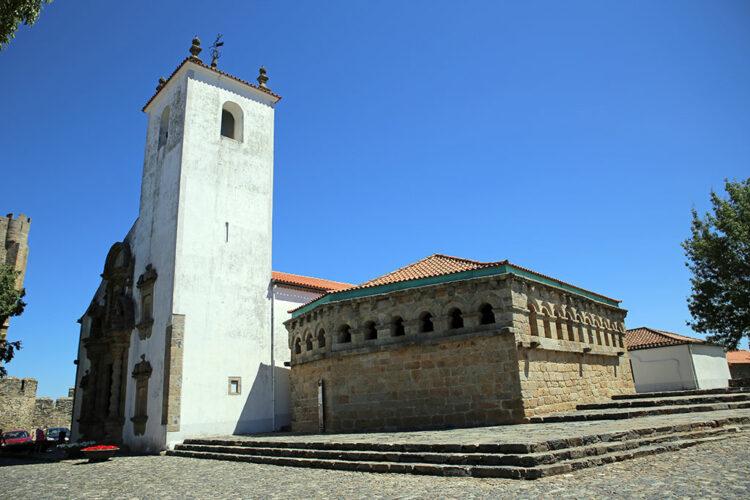 Domus Municipalis, avec derrière l'église de Santa Maria