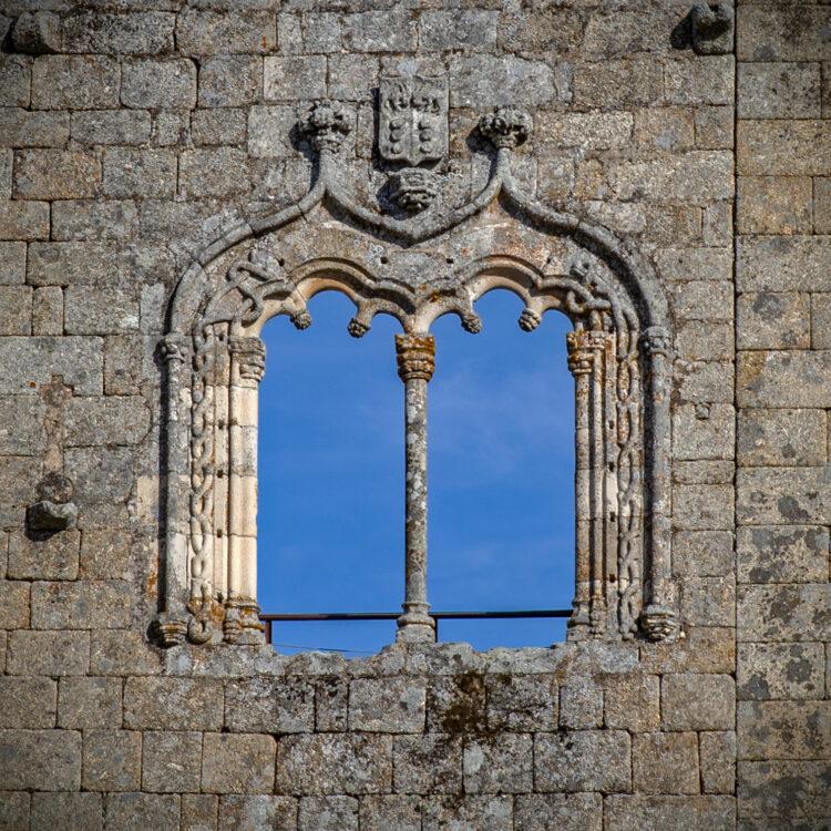 Fenêtre de style manuélin du château